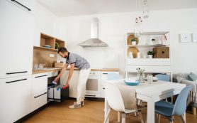 Другое измерение: как разместить все необходимое на кухне в квартире-студии