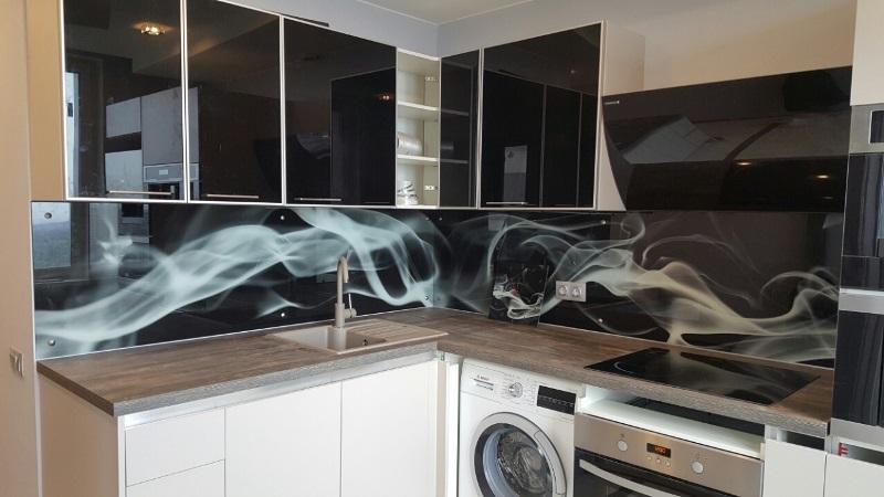 Стеклянные скинали для кухни — что это?