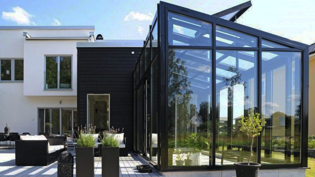 Остекление частных домов от OKNA PLAST+