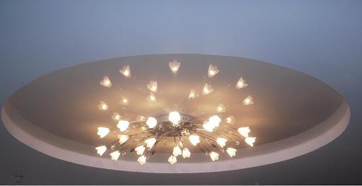 Выбираем светильники и люстры для натяжных потолков