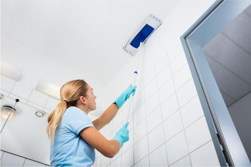 Как и чем можно мыть натяжные потолки