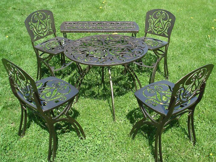 Металлическая мебель для садового участка