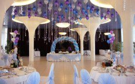 Как можно украсить свадебный зал?