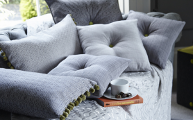 Декоративные подушки в интерьере квартиры