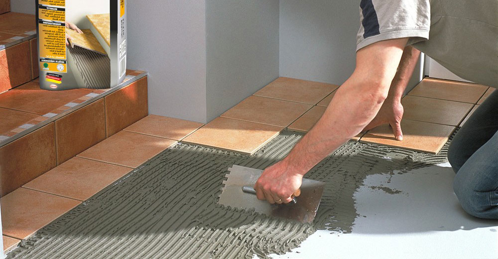 Какой клей для напольной плитки лучше выбрать?