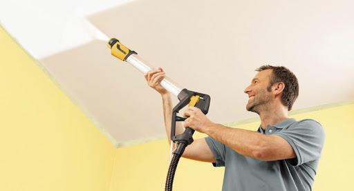 Какую краску лучше выбрать для покраски потолка в квартире?