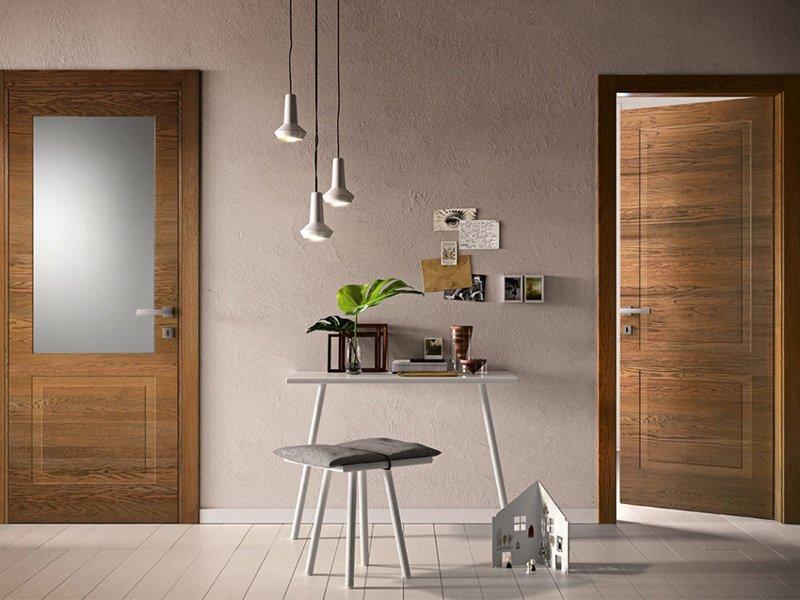 Какие межкомнатные двери лучше – из ПВХ или шпона?