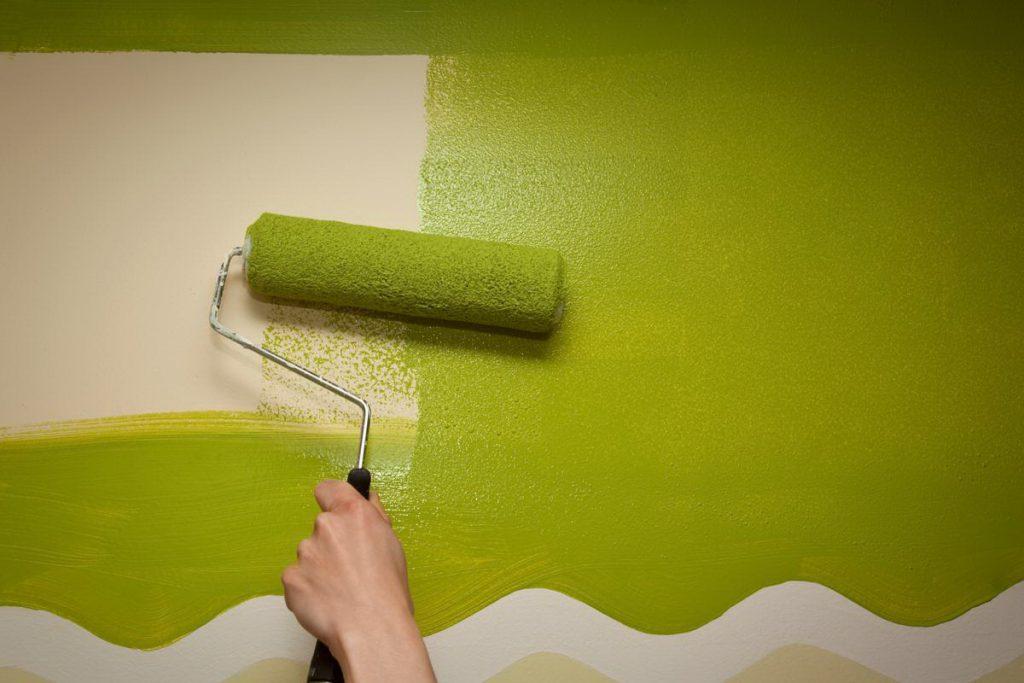 Как правильно красить стены?